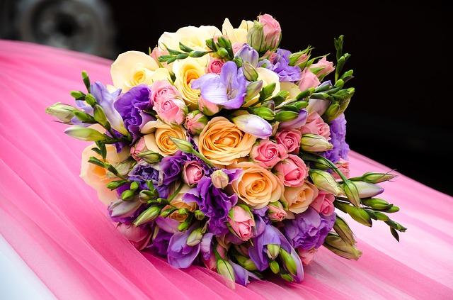 Buy Exclusive Wedding Hampers Online To Amaze The Bride