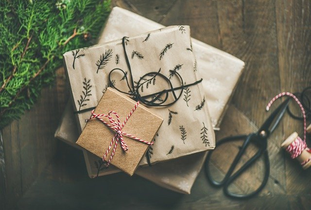 6 Benefits of buying and sending gifts online